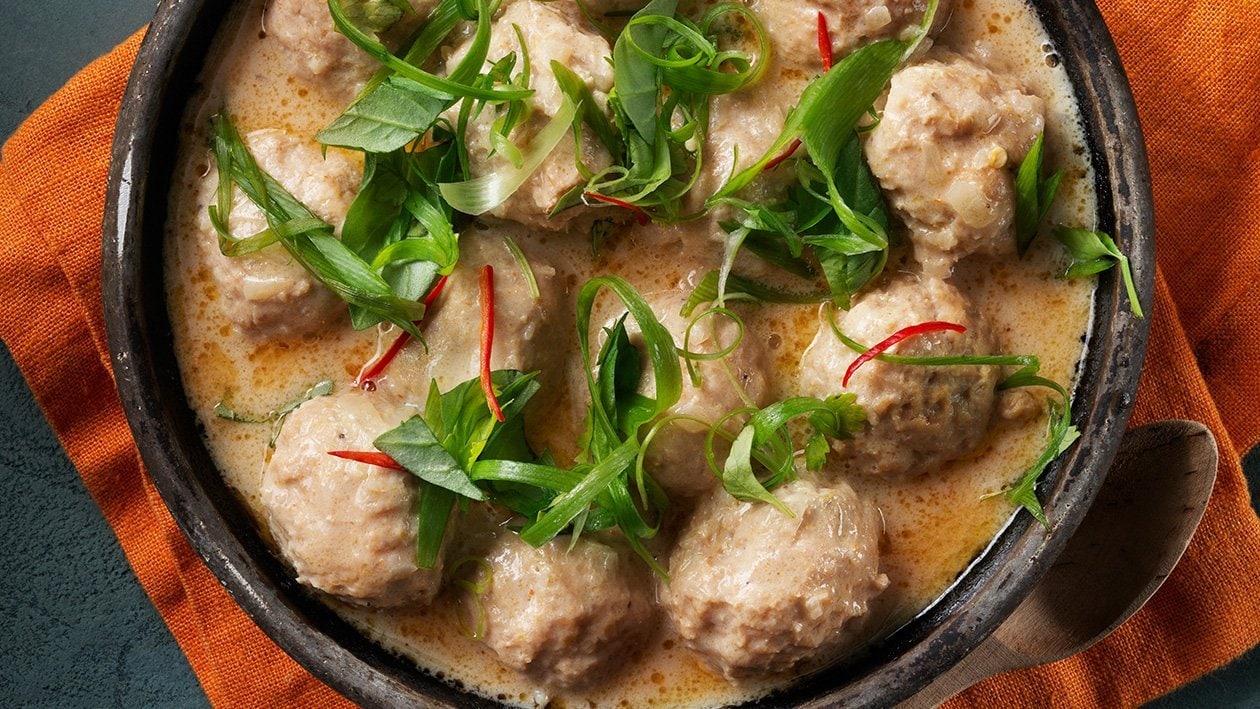 Kyllingekødboller med thailandsk panangsauce