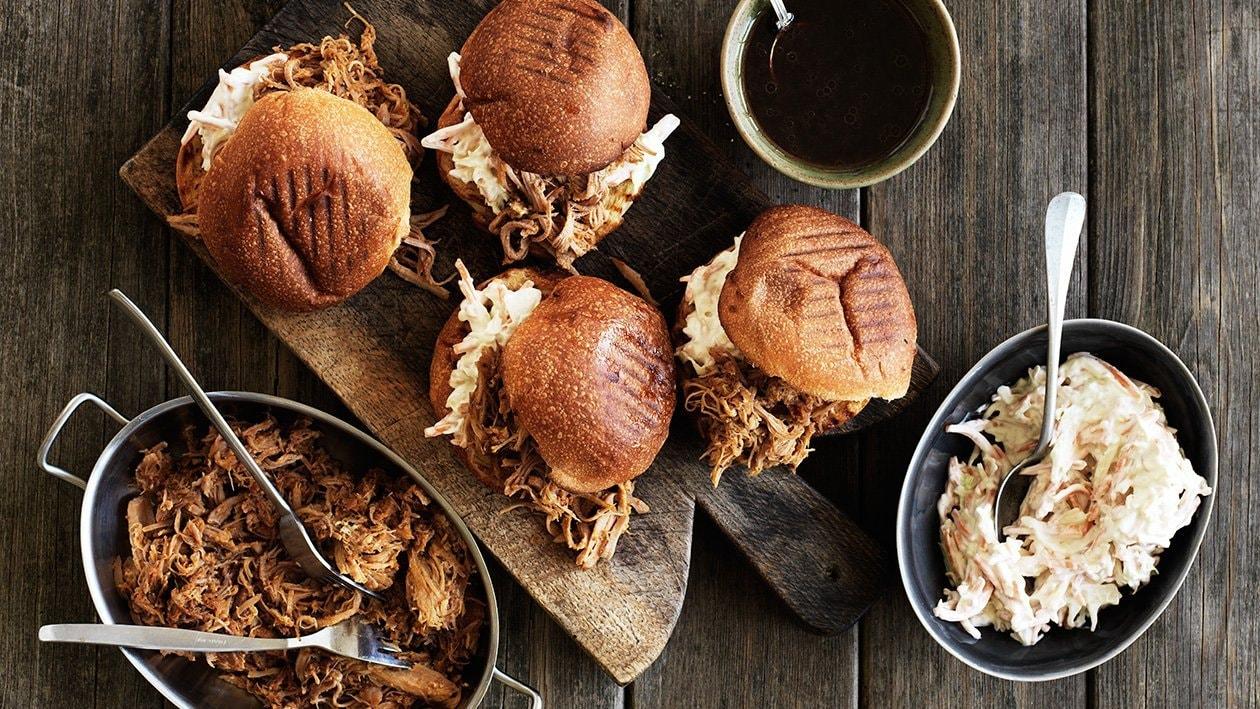 Pulled pork med honning-sennep coleslaw og BBQ vinaigrette